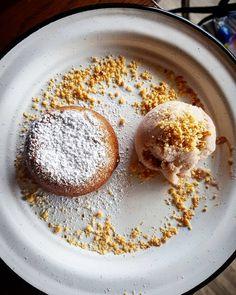 Volcán de cajeta y helado #desserts #sweets