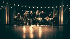 Raskasta Joulua Special -ohjelmassa nähdään ja kuullaan suosikkiartistien, kuten Marco Hietalan (Nightwish), Tony Kakon (Sonata Arctica), Jarkko Aholan (Teräsbetoni) ja JP Leppäluodon (Charon) esittämiä joululauluja musiikkivideoina sekä kuullaan artistien tunnelmia Raskasta joulua -kiertueilta ja mietteitä koko Suomen hurmanneesta musiikkiprojektista. Kotimainen pisteohjelma. (42')