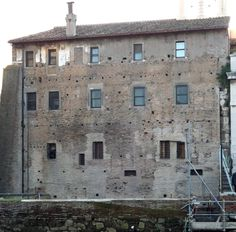 Today's state of the inner wall, where the stone plan was installed. Immediately in front of that the fragments have been discovered. © digitales forum romanum