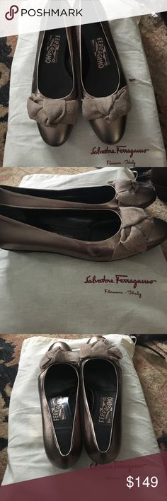 Wrn ONCE,Salvatore FERRAGAMO Metallic BowTOE Flats Absolutely Gorgeous, Worn ONCE are my sis in  laws pewter/bronze metallic leather round toe flats with beautiful matching fabric BOWS. Size 6.5 and I wish they fit ME ;( Ferragamo Shoes Flats & Loafers