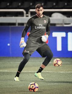 DONNARUMMA Ac Milan, Manchester United, Buffon Goalkeeper, Football Players, Sporty, Bbc, Legends, Style, Hs Football