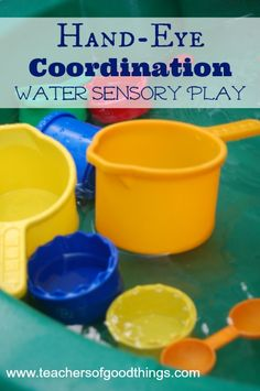Hand-eye Coordination Water Sensory Play www.teachersofgoodthings.com #tpmoms (Toddler & Preschooler Moms)