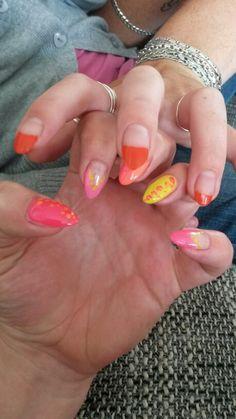 Met mn zusie der oranje nagels ;)