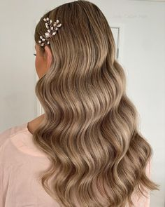 """Jody Callan Hair on Instagram: """"Soft glam wave 🤍 My beautiful bridesmaid from the weekend looked incredible with her soft glam waves🤍🤍 Would you wear this style ? Tools…"""" Loose Bridal Hair, Curled Wedding Hair, Short Wedding Hair, Wedding Hair And Makeup, Glam Hairstyles, Bridal Hairstyles, Summer Hairstyles, Hairstyle Ideas, Hollywood Curls"""