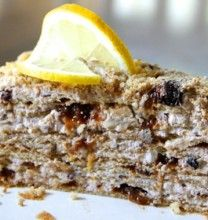 Honey and Prune Cake with Walnuts Prune Cake, Birthday Cakes, Baking Recipes, Banana Bread, Honey, Sweets, Desserts, Food, Cooking Recipes