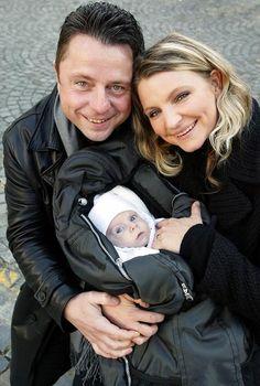 Petr Muk po narození dcery Noemi zářil štěstím. Petra, Couple Photos, Couples, Celebrities, Couple Shots, Celebs, Couple, Foreign Celebrities, Couple Pics