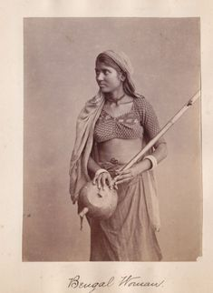 Albumen Photograph of a Woman from Bengal with a Musical Instrument in Hand - Vintage India, Vintage Pictures, Vintage Images, Ariana Grande Drawings, Ghost In The Machine, Nostalgic Images, Indian Colours, History Of India, Original Vintage