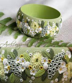 """Купить Браслет """"Апрельский луг"""" цветочный из полимерной глины - зелёный, цветы, цветочный, желтый, белый"""