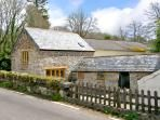 MILLER'S LODGE, romantic, character holiday cottage, with a garden in St Keyne Near Looe, Ref 2470, UK