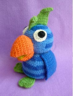 Amigurumi Parrot - Free Crochet Pattern would have to translate Crochet Parrot, Crochet Birds, Cute Crochet, Crochet For Kids, Crochet Crafts, Crochet Dolls, Yarn Crafts, Crochet Baby, Crochet Projects