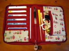 ここ最近のハンドメイド作品の中で、三日月バッグに次いで好評なのが母子手帳ケース。 作り方を知りたいという声が複数あったため、僭越ながら、 母子手帳ケースの型紙&作…