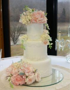 The Bride Ideal: Garden Wedding