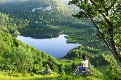 Le Lac de Bonlieu, un lac sauvage et préservé   Jura France  Crédit photo : Stéphane Godin/Jura Tourisme   #JuraTourisme