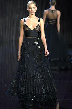 Sfilata Valentino Parigi - Collezioni Autunno Inverno 2003/2004 - Vogue