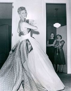 Mary Martin in Dotted Swiss Evening Gown 1959 Easter TV Special Mary Martin, Easter Specials, Fifties Fashion, Fashion History, Evening Gowns, Vintage Dresses, Ball Gowns, The Past, Couture