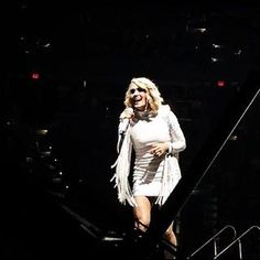 Tampa, FL, Amalie Arena - 16/11/2016 - 15043513 1618607021774733 8716863142023397376 n - Carrie-Photos.com || Biggest Carrie Underwood Photo Gallery