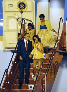 Barack Obama may be the President of the United States for just a little longer, but for Sasha and Malia Obama, he's just Dad. The President has been very open Thank You President Obama, Mr Obama, Obama 2008, Barack Obama Family, Malia Obama, First Black President, Mr President, Black Presidents, Greatest Presidents