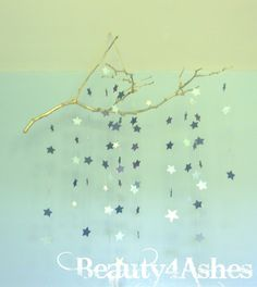 Star Mobile on a branch Diy Star, Beige Nursery, Girl Nursery, Branch Mobile, Diy And Crafts, Paper Crafts, Hanging Stars, New Baby Products, Easy Diy