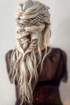Already have a boho wedding dress but still dont know what to do with your hair? Look through our gallery of bohemian wedding hairstyles. frisuren 42 Amazing Boho Wedding Hairstyles For Tender Bride Wedding Hair And Makeup, Hair Makeup, Hair Wedding, Dress Wedding, Boho Bridal Hair, Wedding Nail, Prettiest Wedding Dress, Braids For Wedding Hair, Boho Wedding Hair Half Up