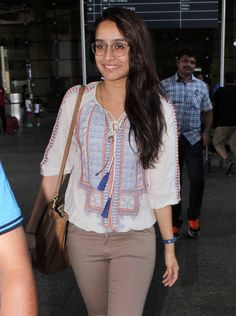Shraddha Kapoor looked pretty in her bespectacled look at the Mumbai airport. Bollywood Stars, Bollywood Fashion, Bollywood Actress, Celebrity Casual Outfits, Celebrity Style, Shraddha Kapoor Cute, Slim Fit Casual Shirts, Stylish Dress Designs, Beautiful Indian Actress