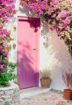Making a statement with colorful doors and entranceways Door - A nice Greek house with a pink door and bougainvillea. The Doors, Windows And Doors, Front Doors, Tout Rose, Plakat Design, Greek House, Unique Doors, Pink Houses, Everything Pink