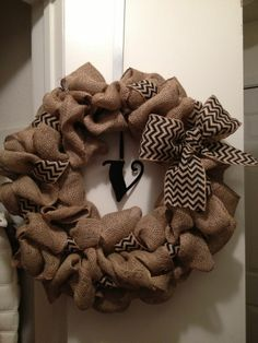 Burlap Wreath Craft | Chevron burlap wreath | Crafts & Projects to do.