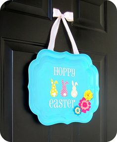 easter ok I just saw this done w/ chalk board paint in the center so you can write a message like Welcome or Egg hunt. Easter Crafts, Holiday Crafts, Holiday Fun, Easter Decor, Easter Ideas, Easter Projects, Kids Crafts, Festive, Craft Projects