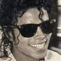 Michael Jackson Photo: Smile,though your hearts are aching Michael Jackson Smile, Janet Jackson, Invincible Michael Jackson, Memes Historia, Afro, King Of Music, Jackson Family, The Jacksons, Shows