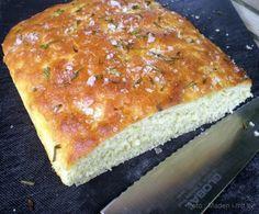 Focaccia med rosmarin og havsalt… Cakes And More, Flute, Banana Bread, Grilling, Sandwiches, Food And Drink, Sweets, Desserts, Deserts