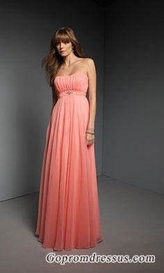 bridesmaid dress. Love the bottom for a bridesmaid with some flats
