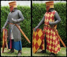 Een ridder met en zonder zijn wapenkleed. CA 1220