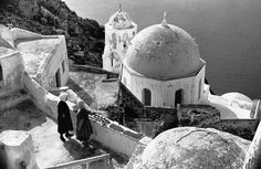 Karl Stadler - Cyclades (1968) Santorini, Old Photos, Earth, Memories, Black And White, Stone, Lifestyle, History, Architecture