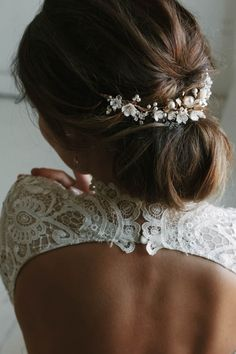 wedding hairstyles with headpiece SOMERSET delicate floral bridal headpiece gold bridal hair Hair Comb Wedding, Headpiece Wedding, Wedding Hair And Makeup, Bridal Headpieces, Hair Makeup, Bridal Tiara, Wedding Bride, Floral Headpiece, Wedding Venues