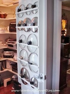 9 Geniale Möglichkeiten, um Topfdeckel endlich zu organisieren If you're handy, try building a flat rack into a pantry or closet door. The slim design that lids require won't add much bulk. - Own Kitchen Pantry Diy Kitchen, Kitchen Decor, Smart Kitchen, Kitchen Ideas, Kitchen Cabinets, Organized Kitchen, Kitchen Planning, Storage Cabinets, Kitchen Small