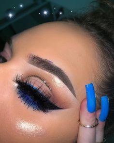 simple eye makeup with pop of blue liner and glitter cut crease Einfaches Augen-Make-up mit blauem Liner und Glitzerfalte Makeup Eye Looks, Simple Eye Makeup, Blue Eye Makeup, Pretty Makeup, Eyeshadow Makeup, Face Makeup, Eyeshadows, Yellow Eyeshadow, Natural Makeup