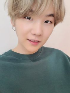 Suga is wearing a green shirt he has blonde stripes on his hair Who looks super natural he has the one circle earring on the left side of his ear 💜🌹 I mean can we not ever get enough of suga good looks 😊 Namjoon, Taehyung, Seokjin, Bts Suga, Min Yoongi Bts, Bts Bangtan Boy, Bts Boys, Daegu, Agust D