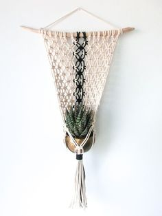 macrame plant hanger+macrame+macrame wall hanging+macrame patterns+macrame projects+macrame diy+macrame knots+macrame plant hanger diy+TWOME I Macrame & Natural Dyer Maker & Educator+MangoAndMore macrame studio Macrame Design, Macrame Art, Macrame Projects, Macrame Knots, Micro Macrame, Yarn Projects, Macrame Plant Hanger Patterns, Macrame Plant Holder, Macrame Patterns