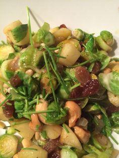 Heerlijk recept van Amber Alberda! Spruitjes met appel, noten en rozijnen! Jammie!
