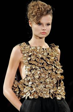 Yves Saint Laurent S/S 2007 Paris - via: modelmofos - Imgend