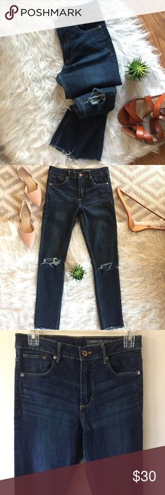 H&M • Frayed Hem High Rise Distressed Skinnies Premium High Rise Ripped Knee Raw Hem Skinnies   Premium denim. Thick material, offers stretch. High rise fit. Busted/ripped knee. Distressed, raw hem. In like new condition! Size 28. Waist: 28 inches Inseam: 30 inches Rise: 10 inches Soft cozy knit. H&M Jeans