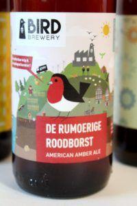 Bird Brewery Amsterdam - Rumoerige Roodborst - Ongewoon Lekker Review van Beer in a Box: Ik was in het begin een heel klein beetje sceptisch; bierliefhebbers blij maken met onbekende bieren? Maar wij kennen alles toch al? 😉 Leuk om te zien dat zelfs de doorgewinterde speciaalbierdrinkers nog eens verrast kunnen worden met de bieren van de Beer! 😀 Sauce Bottle, Soy Sauce, Brewery, Fans, Beer, Bean Dip