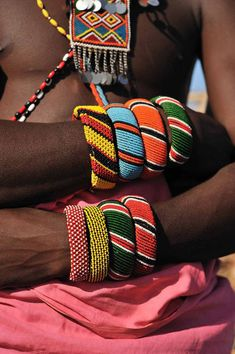 Samburu Warrior with a silver and colored glass beads pectoral, and beaded bracelets. African Beads, African Jewelry, Tribal Jewelry, African Bracelets, African Tribes, African Art, Tribal Fashion, African Fashion, Tribu Masai