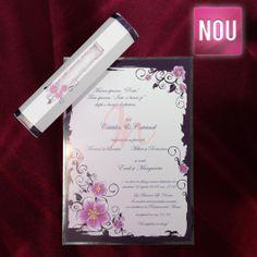 Invitatie papirus eleganta ce imbina nuante de mov si lila cu inseratii florale, invitatia fiind inconjurata de un chenar argintiu. Plicul este in forma de hexagon, cu inseratii florale in centrul plicului. Plicul este inclus in pret.  Pret tiparire:  0.35 lei/buc – negru  0.49 lei/buc – color  0.80 lei/buc – auriu, argintiu. #invitatie de #nunta #mirese #miri #invitatii #elegante #originale