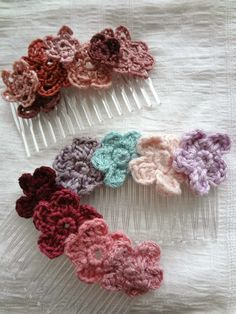 free #crochet flower hair comb pattern by Little Treasures