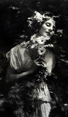 Net Photo: Anna Pavlova: Image ID: . Pic of Anna Pavlova - Latest Anna Pavlova Image. Anna Pavlova, Vintage Glamour, Vintage Beauty, Vintage Girls, Vintage Photographs, Vintage Photos, Midnight Garden, Louise Brooks, Russian Ballet