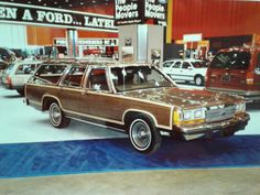 1989 Ford LTD Country Squire at the Chicago Auto Show. 1989 Ford LTD Country Squire auf der Chicago Auto Show. American Classic Cars, Ford Classic Cars, Best Classic Cars, Hot Rod Trucks, Cool Trucks, Cool Cars, Ford Ltd, Car Station, Sweet Station