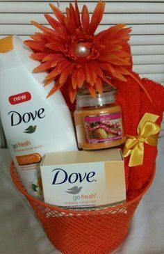 - Dove Body Wash - Dove Bath Bar - Bath and Face Towel - Scented Candle - Bath Sponge Mothers Day Baskets, Gift Baskets For Women, Mother's Day Gift Baskets, Themed Gift Baskets, Christmas Gift Baskets, Gift Hampers, Diy Christmas Gifts, Holiday Gifts, Raffle Baskets