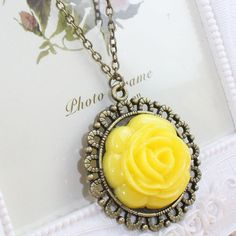 070 Fashion rose pandant necklace at www.favorwe.com ,all kinds of cheap fashion necklace,bracelet,ring,earring,shop at www.favorwe.com