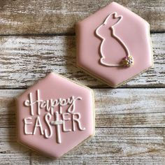 easy royal icing recipe Easter cookies Decorated Easter cookies are such a cute addition to the Easter celebrations. Get some Easter cookie ideas here with bunny, eggs, and some Iced Cookies, Easter Cookies, Holiday Cookies, Sugar Cookies, Easter Cake, Baby Cookies, Heart Cookies, Valentine Cookies, Birthday Cookies