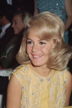 Sandra Dee was an American actress. Dee began her career as a model and progressed to film. Best known for her portrayal of ingenues, Dee won a Golden Globe Award in 1959 as one of the year's most ... Wikipedia Born: April 23, 1942, Bayonne, New Jersey, United States Died: February 20, 2005, Thousand Oaks, California, United States Height: 1.63 m Spouse: Bobby Darin (m. 1960–1967) Children: Dodd Mitchell Darin